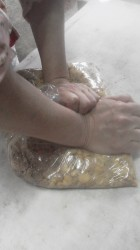 豆をつぶす